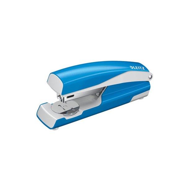 LEITZ Agrafeuse métal bleu azur métalisé capacité 30 feuilles pour agrafes 24/6-26/6. Livrée en boîte